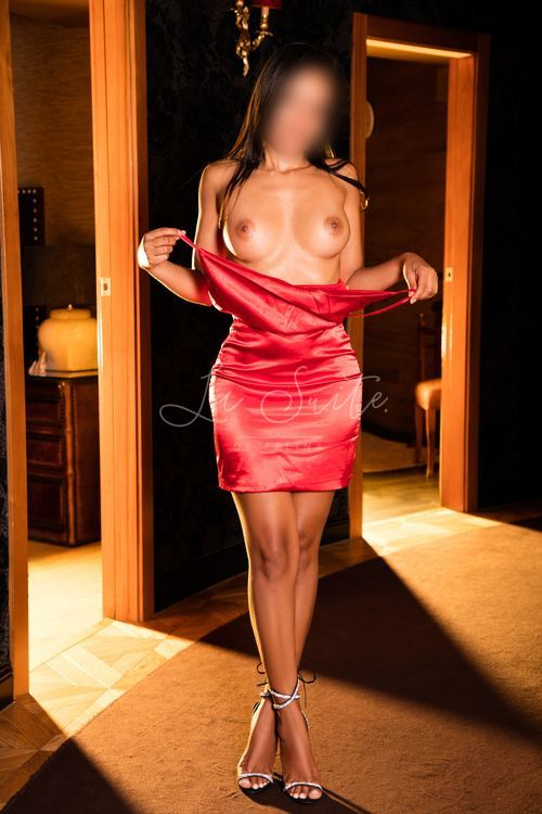 Luna: Classy escort in Barcelona to accompany you throughout the city, wearing red dress