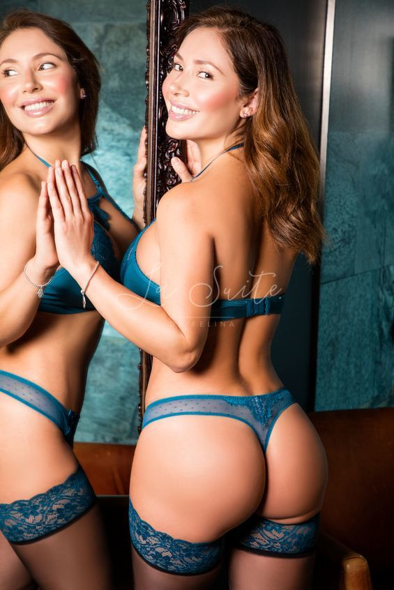 Exclusive Latina prostitute in Barcelona for Girlfriend Experience and kissing, in lingerie, Nina