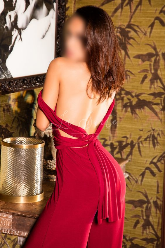 Sexy Brazilian escort for fetishes in Barcelona, in a red dress, Maya