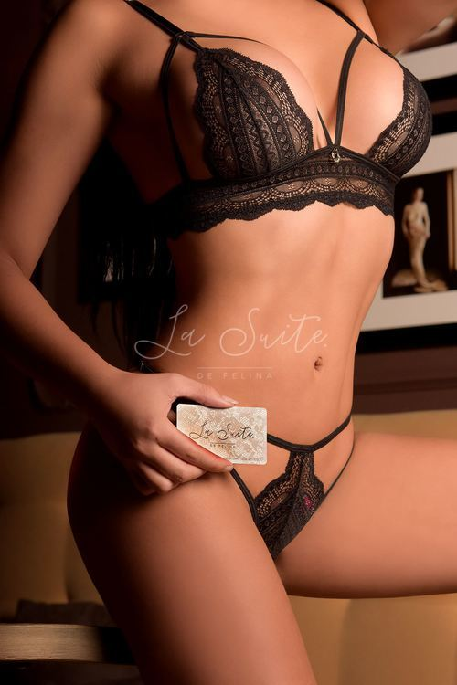 Sasha: Latina escort in Barcelona for deepthroat blowjobs, wearing black lingerie