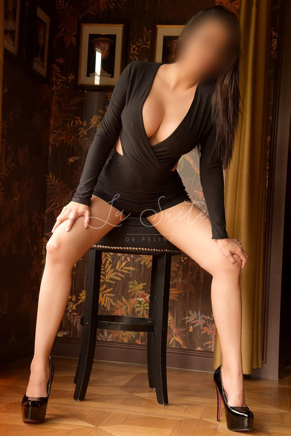 Isabella: VIP Latina escort in Barcelona for rimming, wearing a black dress