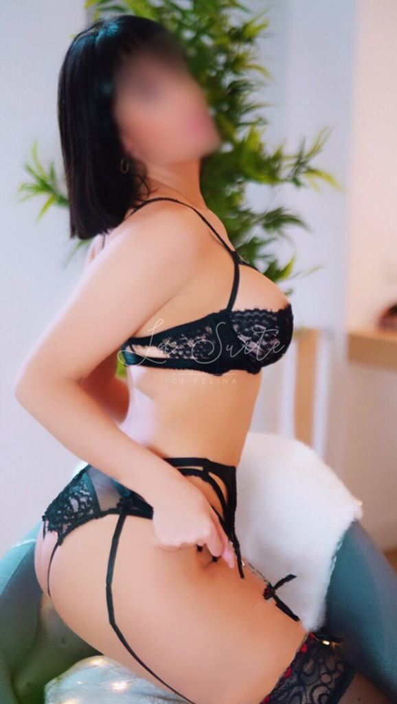 VIP escort in Barcelona for sex without commitment, in black lingerie, Martina