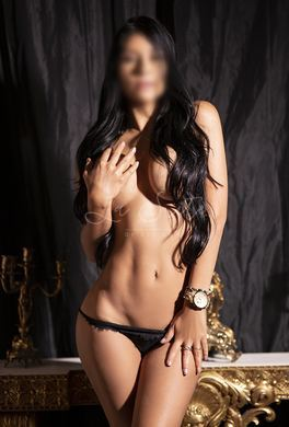 Sexy Colombian escort for deepthroat