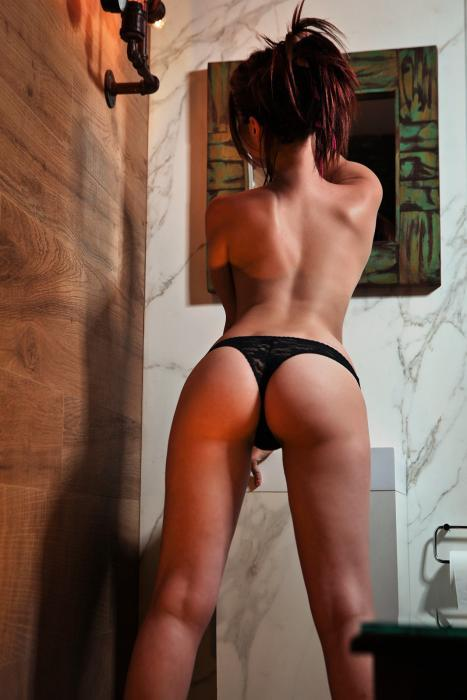Have a look at the new pics of the escorts at La Suite Barcelona!